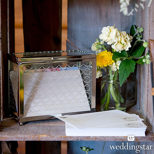 http://www.weddingfavoursaustralia.com.au/products/decorative-glass-box-with-mirror-base