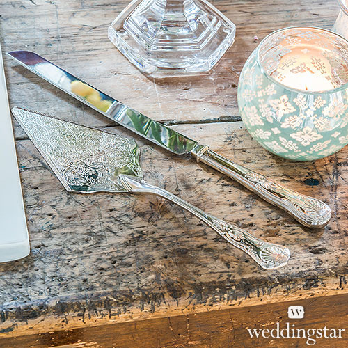 http://www.weddingfavoursaustralia.com.au/t/stationeries/wedding-cake-knife-and-server-set