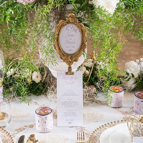 http://www.weddingfavoursaustralia.com.au/products/oval-baroque-standing-frame-gold